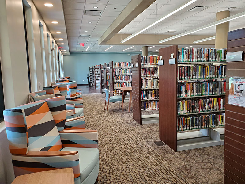 Lots of shelves of book sand comfortable loungers at the Punta Gorda Charlotte Library